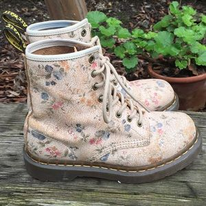 RARE Dr Martens Antiqued Crackle Floral boots 6L